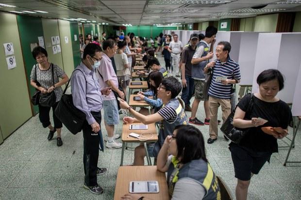 hongkong-demokratiye-saylam.jpg
