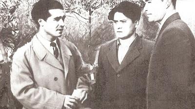 1956-Yilidiki özbékistan döletlik ottura asiya uniwérsitétining Uyghur oqughuchiliri, soldin bashlap: murat hemrayéf, dolqun yasin, exmet igemberdi. 1956-Yili, tashkent