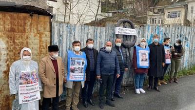 Türkiye iyi partiyisining rehberliri Uyghur namayishchilar bilen birlikte istanbuldiki xitay konsulxanisining aldigha