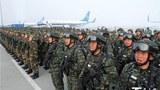 uyghurlar-diyaridiki-xitay-qoralliq-kuchliri-terorluqqa-qarshi-turush-qesemyad-yighinida.jpg