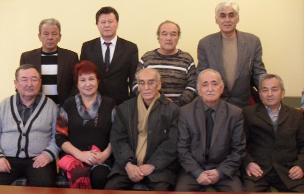 uyghur-yazghuchilar-almata.JPG