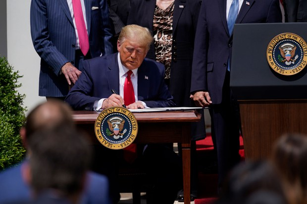 trump-uyghur-bill-sign.jpg