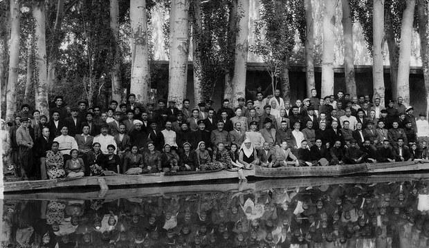 Sherqi-Turkistan-Rehberliri-Yighilishi-1948-ghulja.jpg
