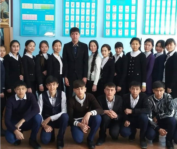 Yarkendtiki-uyghur-bolumi-oqughuchiliri.jpg