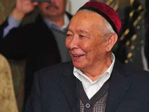 Uyghur yazghuchisi merhum abduraxman qahar ependi. (Waqti we orni éniq emes)