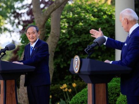 Президент җов байден японийә баш вәзири йошихиде сугани ақ сарайда күтүвалди. 2021-Йили 16-апрел.