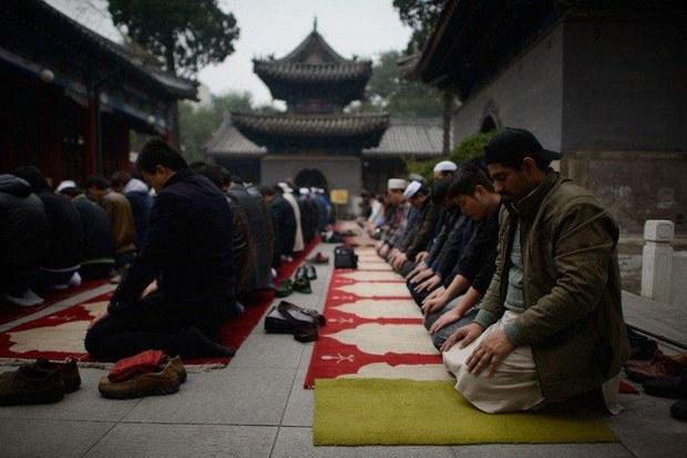 beyjing-mesjit-namaz-uyghur.jpg
