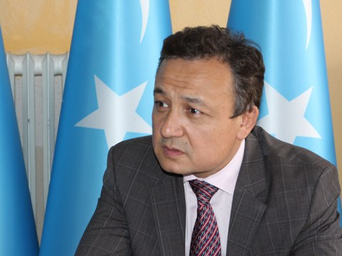"Dunya Uyghur qurultiyi ötküzgen ""Özgiriwatqan dunya we sherqiy türkistan"" témisidiki sin ilmiy muhakime yighinida sözlimekte. 2020-Yili may."