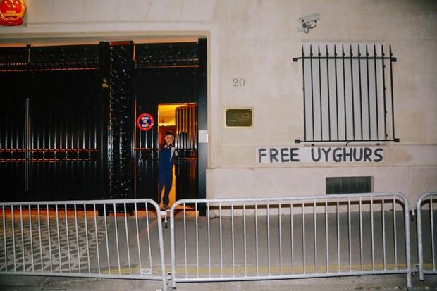 xitay-konsulxanisi-uyghur-gha-horluk.jpg