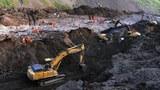 Хитай ширкәтлиригә һөддигә бериветилгән көмүркан. 2012-Йили 1-авғуст, үрүмчи.