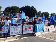 amerika-uyghur-1-oktebir-namayish-1.jpg