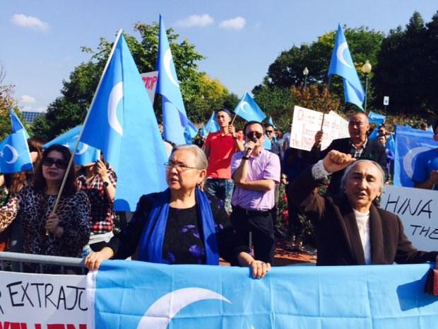 amerika-uyghur-1-oktebir-namayish.jpg