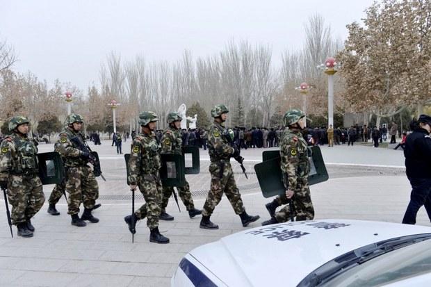 qeshqer-saqchi-herbiy-uyghur-qarshiliq.jpg