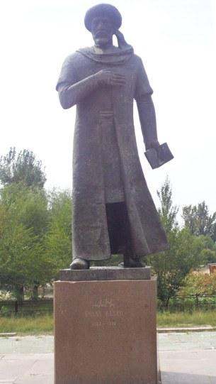 Bilal-nazim-heykili-Qazaqistan.jpg