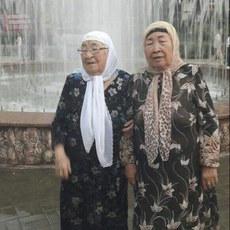 100-yashqa-yeqinlashqan-Ayimxan-ana-76-yashliq-qizi-Hejerbuwi-bilen.jpg