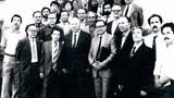Академик абдувәли қайдароф (1-қатарда солдин биринчи) уйғур зиялийлири билән биргә. 1987-Йили. Алмута,қазақистан.