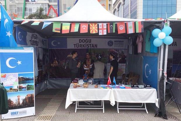 taqitiwetilgen-uyghur-oqughuchilar-medeniyet-chediri.jpg