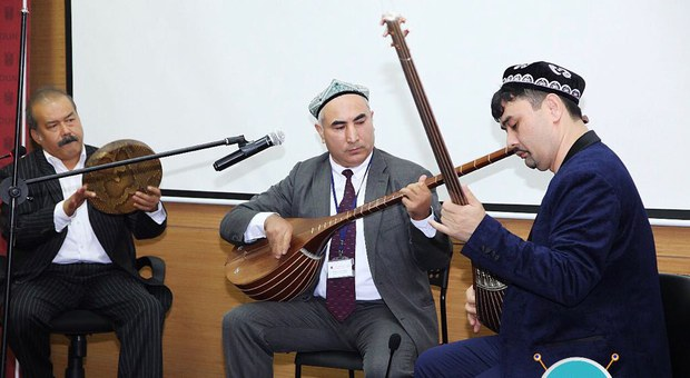 Perhat-tengritaghli-uyghur-akademiye