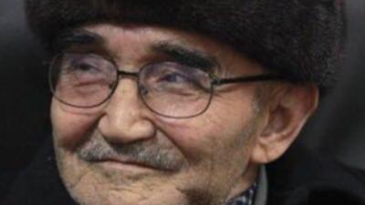 Uyghur élida tonulghan, hazir qeshqerde yashawatqan ataqliq sha'ir we yazghuchi haji mirzahid kérimi. (Orni we waqti éniq emes)