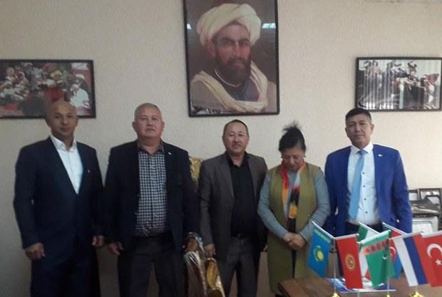 Qirghizistan-uygurliri-Ozbekistan-uyghur-merkizini-ziyaret-qilmaqta
