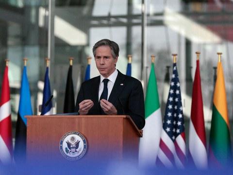 Америка ташқи ишлар министири антоний биллинкен шималий атлантик әһди тәшкилати(NATO) ниң баш штабида сөз қилмақта. 2021-Йили 24-март, бирюссел, белгийә.