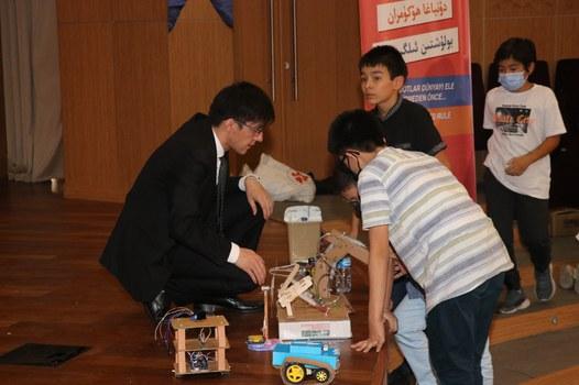 UyghurStem-Robot-Korgezmisi-2021-02.jpg