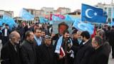 Uyghur jama'et erbabi abduqadir yapchanni qoyup bérishni telep qilip istanbul chaghliyandiki adalet sariyi aldigha yighilghan jama'et. 2019-Yili 12-féwral, türkiye.