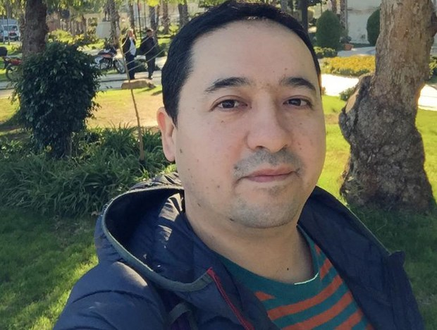 Köchmenlerni tutup turush ornidin qoyup bérilgen perhat ghopur ependi. 2019-Yili mart, türkiye.