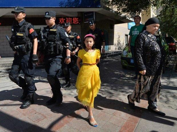 saqchi-uyghur-melisi-urumchi.jpg