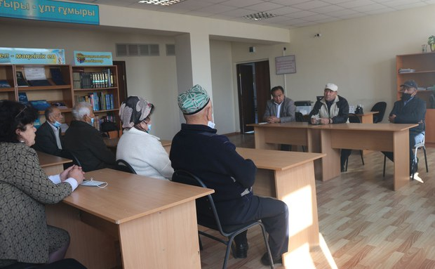 Uyghur-avazi-gezitige-mushteri-1.jpg