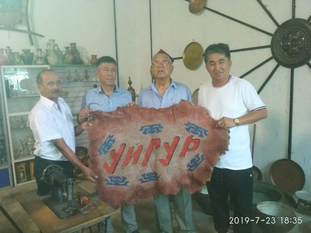 Qirghisitanda-Uyghur-Mozeyi-01.jpg