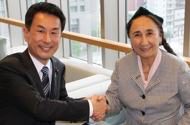 yaponiye-parlament-ezasi-nagao-rabiye-qadir.jpg