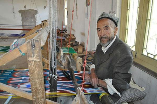 uyghur-etles-toqush-fabrika.jpg