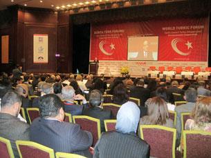 Süret, 2010  - yili 10  - ayning 21  - 22  - künliri istanbulda échilghan dunya türk munbiri yighinidin  körünush.