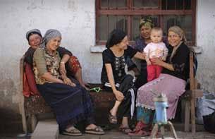 Uyghur-ayalliri-bowaq-305.jpg