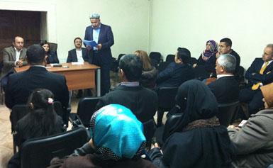 شېھىتلەرنى خاتىرىلەش يىغىندا شەرقىي تۈركىستان ۋەخپىنىڭ رەئىسى مەمەت ئەيسا ئارتۇش ئەپەندى ئېچىلىش نۇتقى سۆزلىدى. 2012-يىلى 17-نويابىر، ئىستانبۇل.