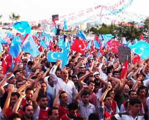 12 - Iul, istanbuldiki chaghliyan meydanida ötküzülgen 5 - iyul ürümchi qanliq weqesi üchün ötküzülgen keng kölemlik yighilishdin bir körünüsh.