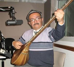 Talantliq muzikant merhum küresh kösen ependining radomizni 2006 - yili 4 - yanwarda ziyaret qilghanda muzika orundap qaldurghan xatire süriti.