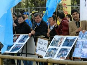 wen-jyabaw-germaniye-uyghur-namayish-305.jpg