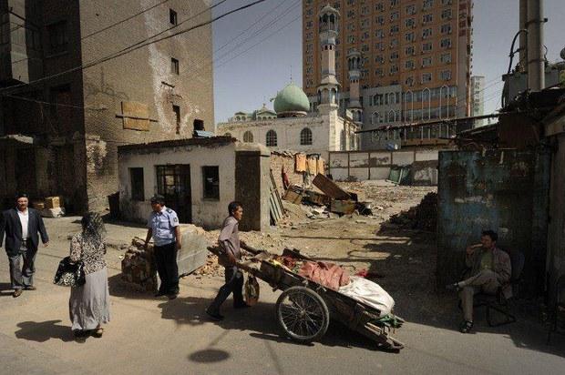 urumchi-uyghur-kocha-namrat.jpg