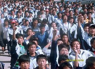 chingxeyde-qingheyde-tibetler-qosh-til-namayishi-305