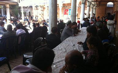 ئۇيغۇرلار بىر يەرگە جەم بولۇپ، قۇربان ھېيتنى بىرلىكتە ئۆتكۈزدى. 2012-يىلى 27-ئۆكتەبىر، ئىستانبۇل.