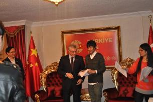 turkiye-xitay-oqughuchilar-pul-tarqitish-305.png