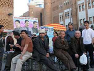 Urumqi-dong-kowruk-ishsiz-Uyghurlar-305.jpg