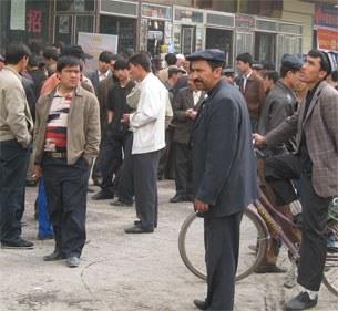 ishsiz-uyghur-yashlar-305