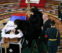 YELTSIN-04-25-07-COFFIN-200.jpg
