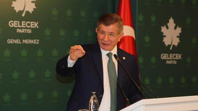 """Türkiye """"Kélechek"""" partiyesining re'isi exmet dawut'oghlu ependi yighin da sözlimekte.  (Waqti we orni éniq emes)"""