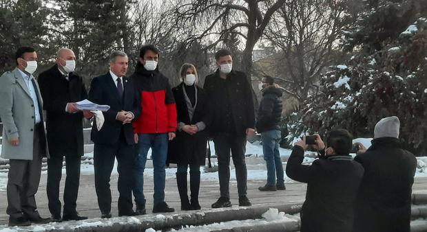 10 Миң 420 кишилик имза түркийә парламентиға тапшурулған