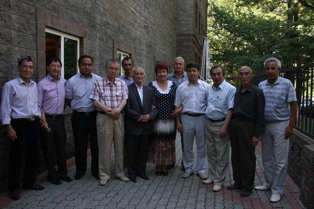 uyghur-awazi-almata-2015-yil-12-iyun-uchrishish-qatnashquchliri.jpg