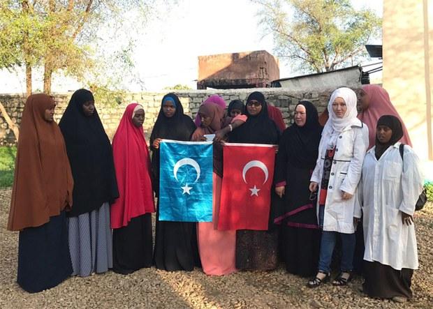 Ana-Bala-Uyghur-Doxtur-Setiralar-Somaliada-1.jpg